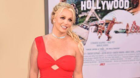 Britney Spears change de couleur de cheveux et passe du blond au rose!