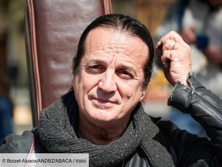 « Une mise en scène » : Francis Lalanne, accusé d'avoir frappé un journaliste de Quotidien, dément