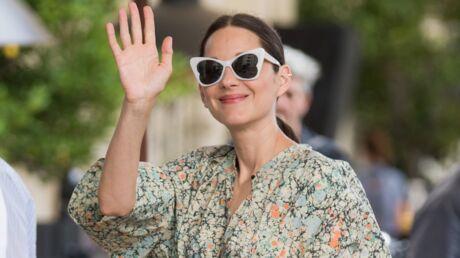 cannes-2021-marion-cotillard-en-sabots-et-lunettes-de-soleil-papillon-son-look-retro-est-canon