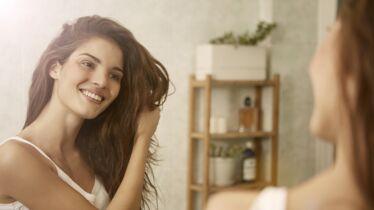 Cheveux: 3 conseils pour avoir des longueurs plus belles et plus fortes