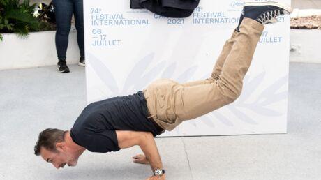 photos-festival-de-cannes-2021-jean-dujardin-fait-le-show-en-devoilant-ses-talents-de-danseur