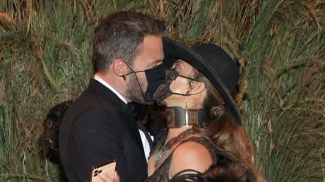 photos-met-gala-2021-ben-affleck-et-jennifer-lopez-s-embrassent-masques-rihanna-et-asap-rocky-s-affichent-enfin-ensemble-ce-qu-il-ne-fallait-pas-rater