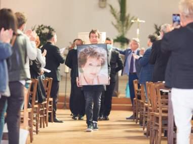 VOICI - Obsèques de Marthe Mercadier : sa fille Véronique, ses petits-enfants Laura et Alexandre... l'émotion de ses proches
