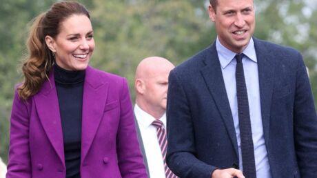 photo-kate-middleton-en-tailleur-pantalon-colore-elle-adopte-un-nouveau-style-lors-de-son-voyage-en-irlande