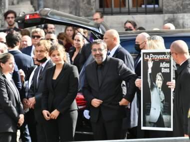 VOICI Hommage à Bernard Tapie à Paris : Brigitte Macron, Nicolas Sarkozy, Basile Boli réunis pour un dernier adieu