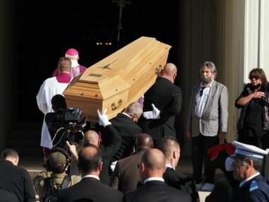 VOICI - Obsèques de Bernard Tapie : ses proches et des stars au rendez-vous pour un dernier adieu au boss