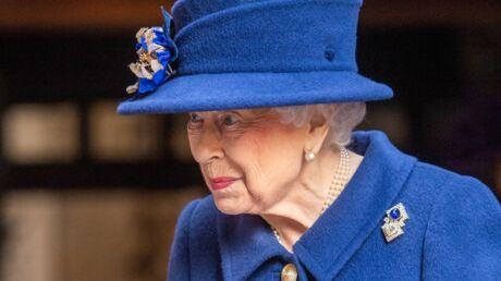 photos-elizabeth-ii-marche-avec-une-canne-ces-cliches-qui-inquietent-les-britanniques