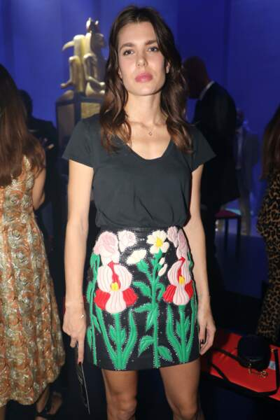 La fille de Caroline de Monaco a opté pour un style simple et sexy avec sa petite jupe à fleurs