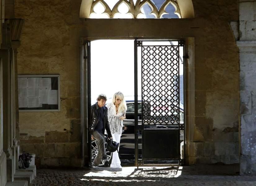 Mort de Charles Aznavour : Laeticia Hallyday, Jade et Joy au cimetière de Montfort-l'Amaury, le 13 octobre