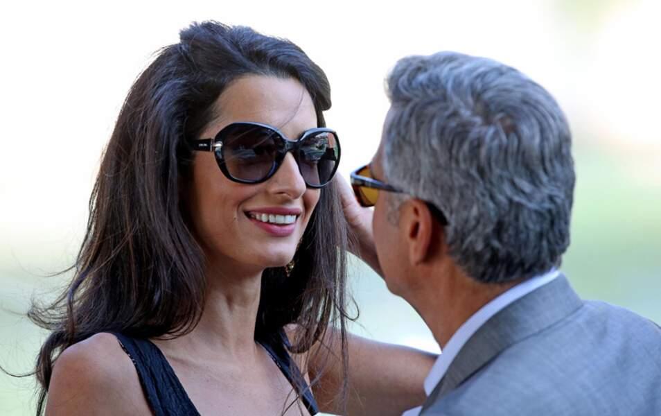 George et Amal ont beau accueillir leurs amis, ils n'ont d'yeux que l'un pour l'autre