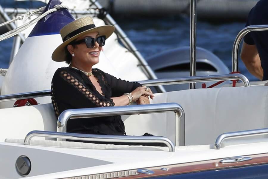 Kris Jenner a rejoint sa fille pour les vacances, après l'Italie, ils accostent en France