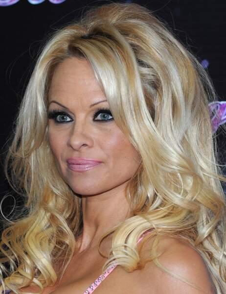Pamela Anderson très apprêtée