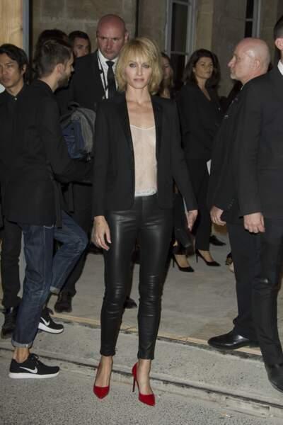 Fashion Week défilé Saint Laurent : Amber Valletta avait osé le top transparent sans rien dessous
