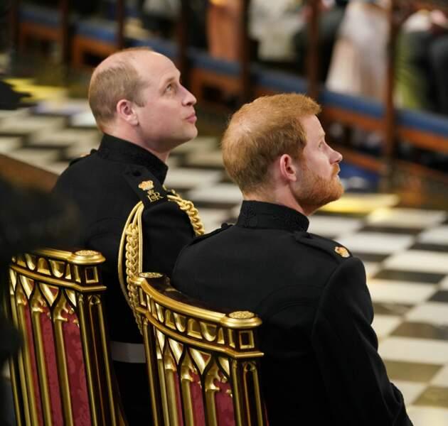 Le prince Harry attend la mariée avec son témoin, le prince William