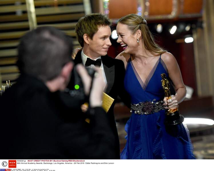 Eddie Redmayne a félicité Brie Larson mais a fait une fixette sur l'indésirable qui lui sortait de sa narine