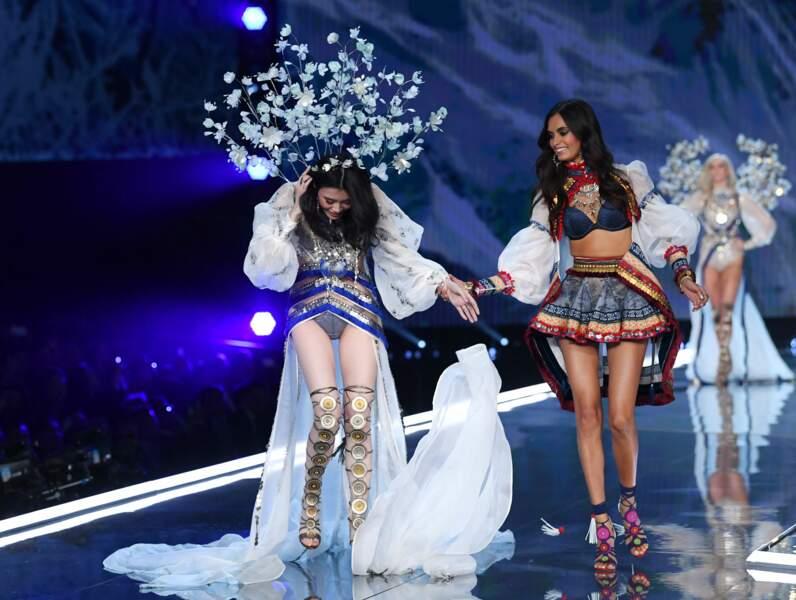 Elle a pu compter sur l'aide du mannequin brésilien Gizele Oliveira