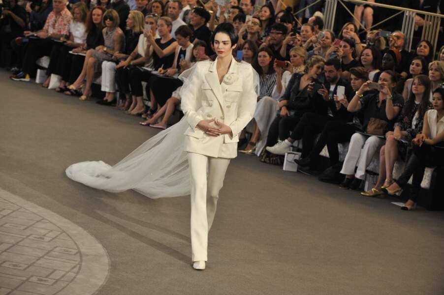 Kendall Jenner et sa robe de mariée revisitée