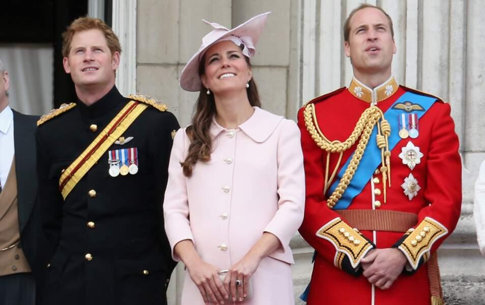 En juin 2013, pour l'anniversaire de la Reine, dernière apparition publique de Kate avant l'accouchement...