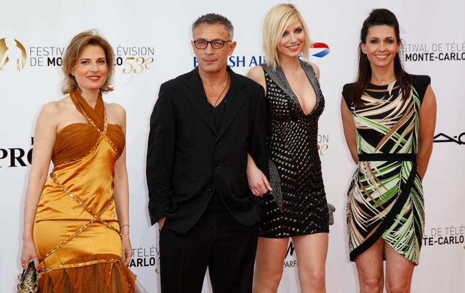 Les trois jeunes femmes ont d'ailleurs entouré le seul homme présent, Frédéric Deban