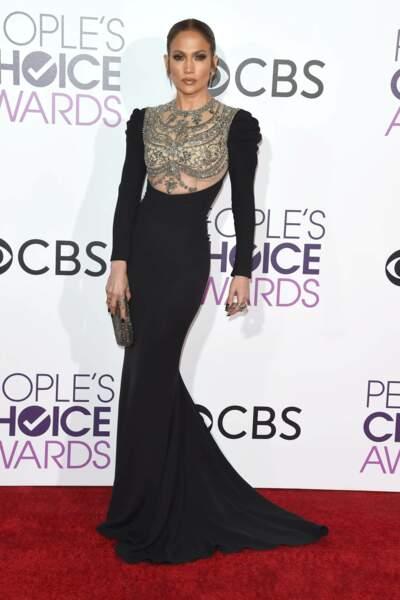 People's Choice Awards 2017 : Jennifer Lopez était canon dans son fourreau Reem Acra