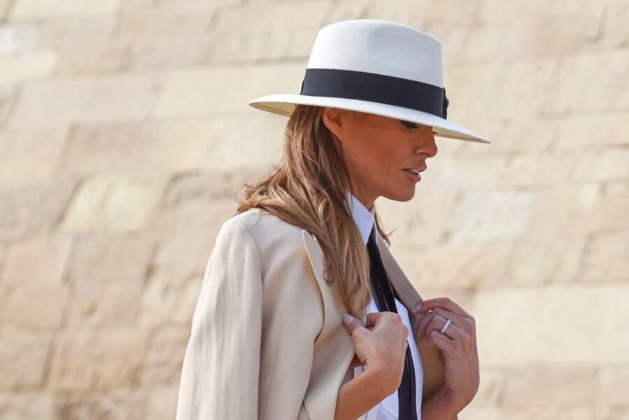 Habillée comme ça, Melania Trump ressemblait au Pr. Belloq, un méchant d'Indiana Jones...