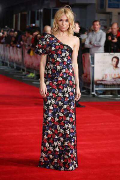 Sienna Miller portait une robe ravissante