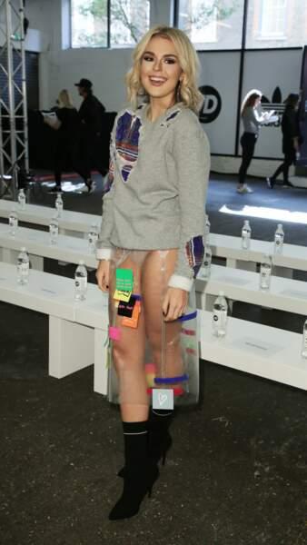 Tenue transparente et culotte apparente : Talia Storm