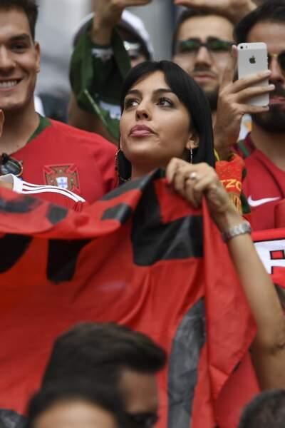 Georgina Rodriguez et Cristiano Ronaldo fiancés ? Elle porte une énorme diamant à l'annulaire gauche !