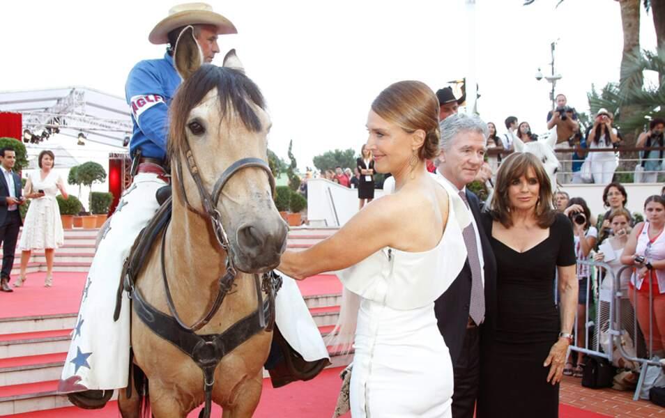 Brenda Strong se laisse séduire par le cheval