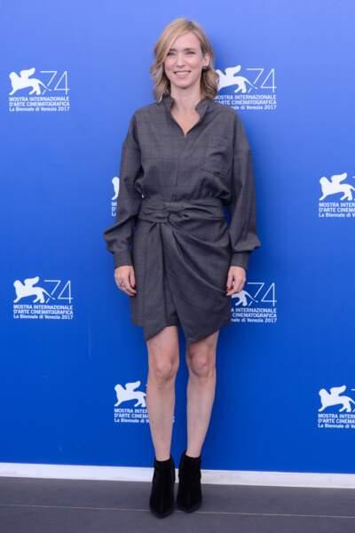 Mostra de Venise 2017 : on adore la robe drapée de Léa Drucker