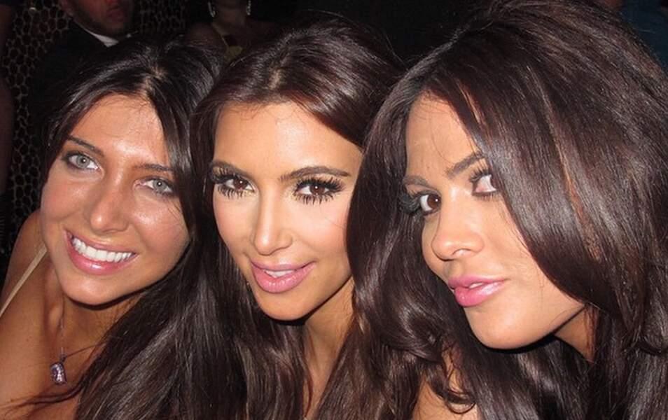 Kim entourée de ses copines et son mascara