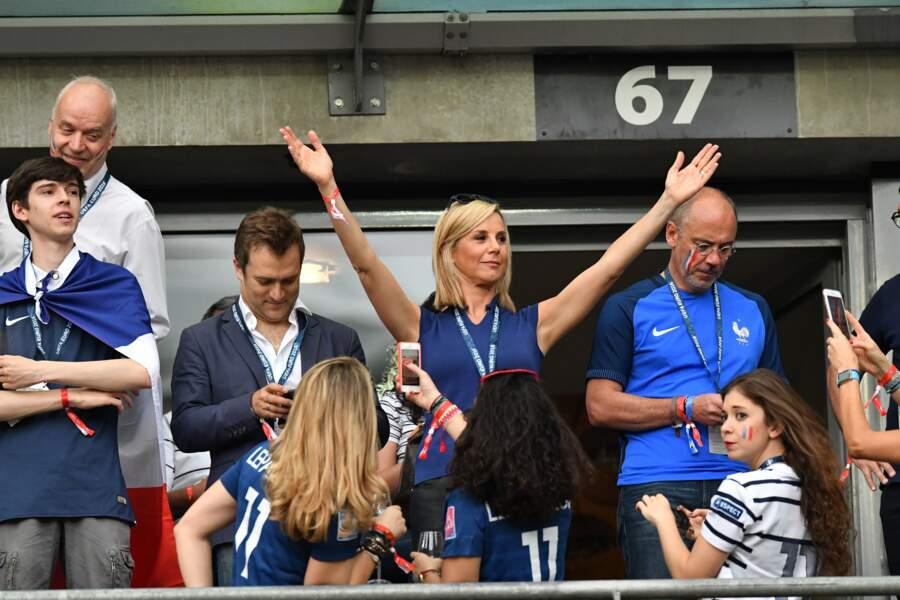 Laurence Ferrari très en forme pour encourager les Bleus... aux côtés de Renaud Capuçon