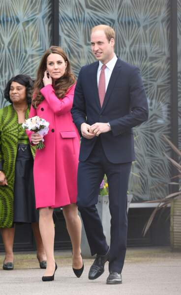Côte à côte, la duchesse et le duc de Cambridge sont prêts à visiter le centre Stephen Lawrence