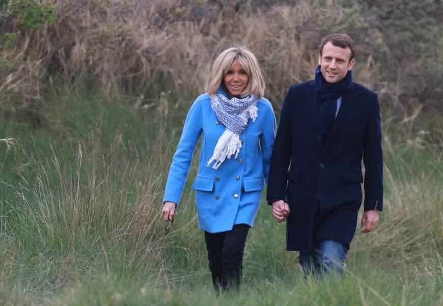 Emmanuel et Brigitte Macron main dans la main dans leur fief du Touquet