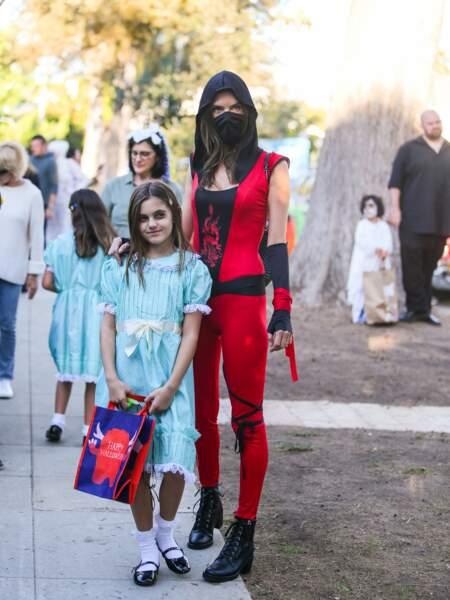 Quel mannequin sexy se cache derrière ce costume de ninja ?