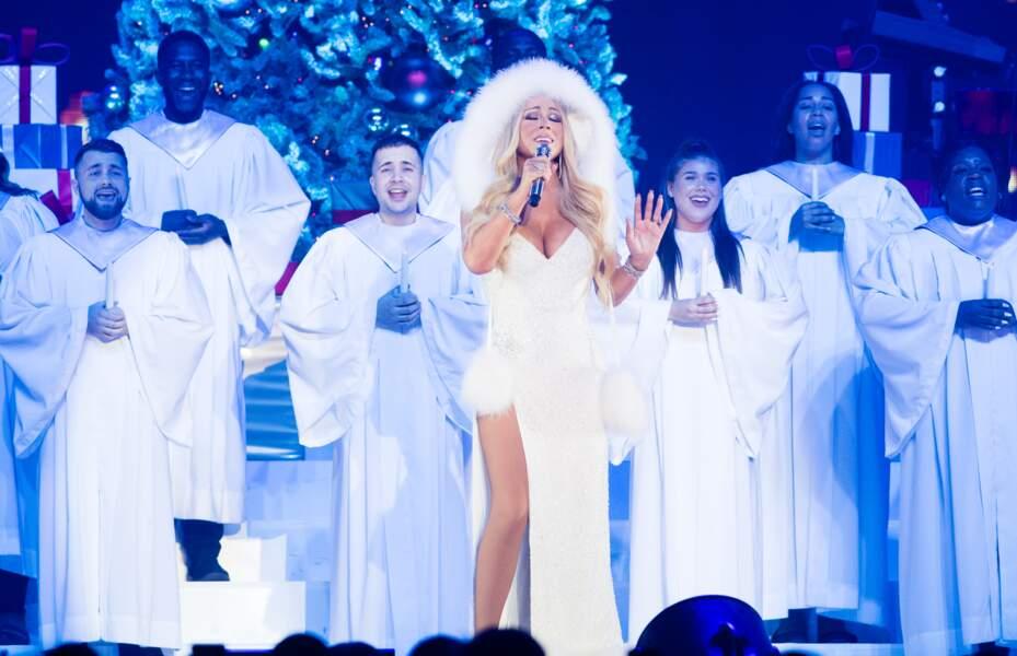 Mariah Carey sur scène, pour son spectacle de Noël