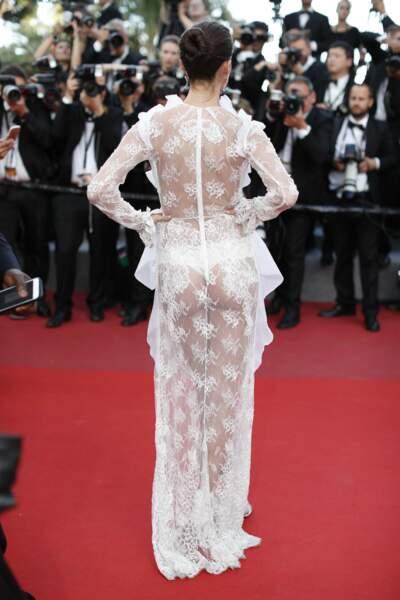 Tenue transparente et culotte apparente : Sara Sampaio