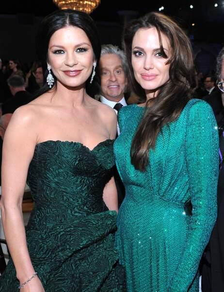 Michael Douglas tape l'incruste entre Catherine Zeta-Jones et Angelina Jolie