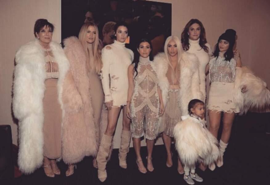 Les Kardashian étaient au grand complet pour soutenir Kanye, et étaient vêtues de Balmain x Yeezy.