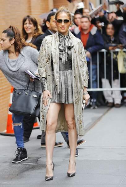 Don't - Jennifer Lopez et son ensemble trop chargé