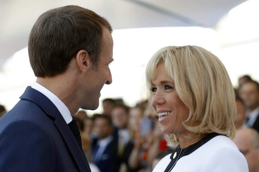 Brigitte Macron a toujours des étoiles plein les yeux