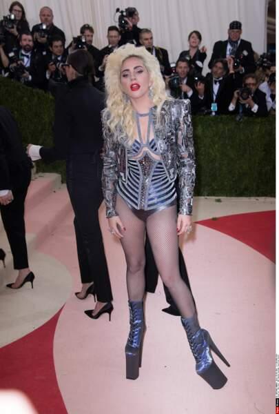 Lady Gaga en Atelier Versace (tout change, rien ne change)