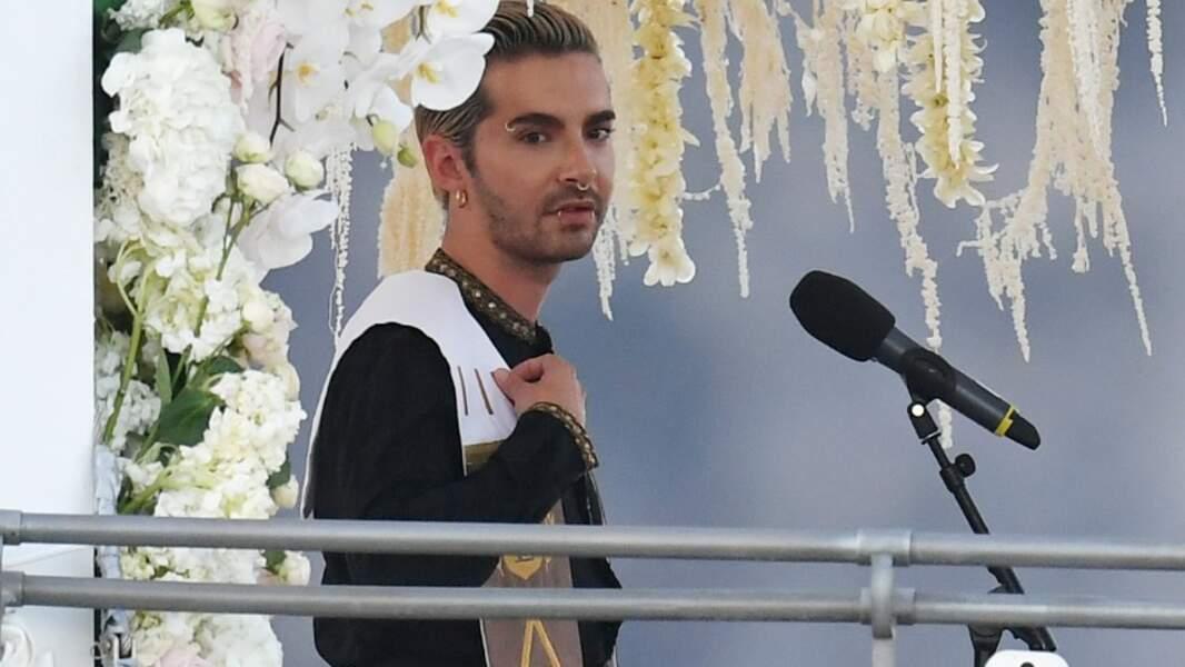 Bill Kaulitz en officiant de cérémonie (© BS / Bestimage)
