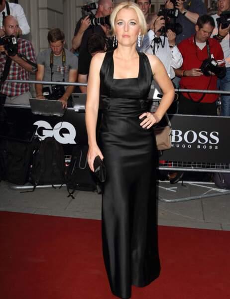 Gillian Anderson a opté pour un classique, la robe noire