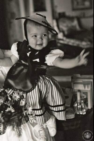 La princesse Caroline en costume traditionnel monégasque