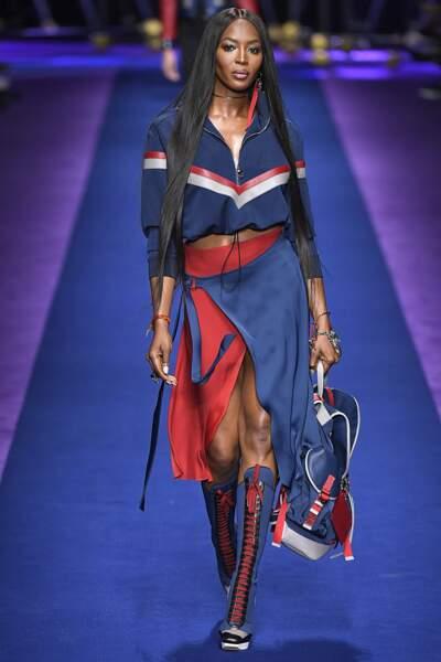 Défilé Versace printemps-été 2017 : Naomi Campbell toujours aussi canon à 46 ans