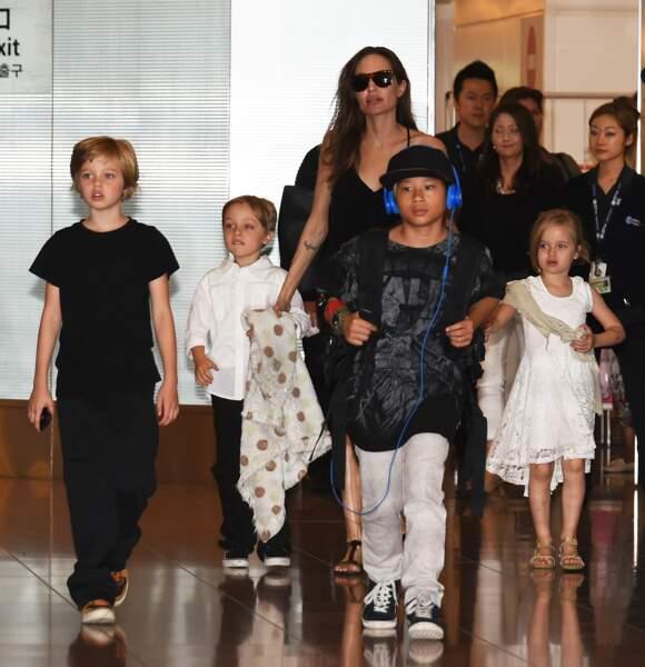 Le clan Jolie-Pitt en 2014, toujours dans un aéroport