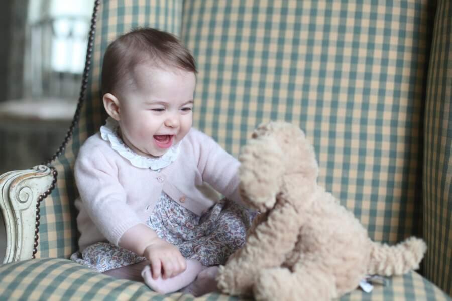 Et c'est sa mère Kate Middleton qui avait eu le plaisir de photographier sa fille (et son doudou)