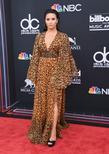 Don't : Demi Lovato et sa robe longue fluide léopard