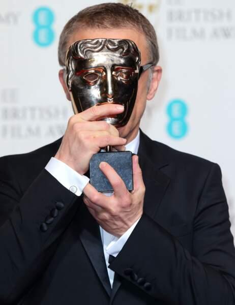 Christoph Waltz, meilleur acteur dans un second rôle, se cache derrière son masque